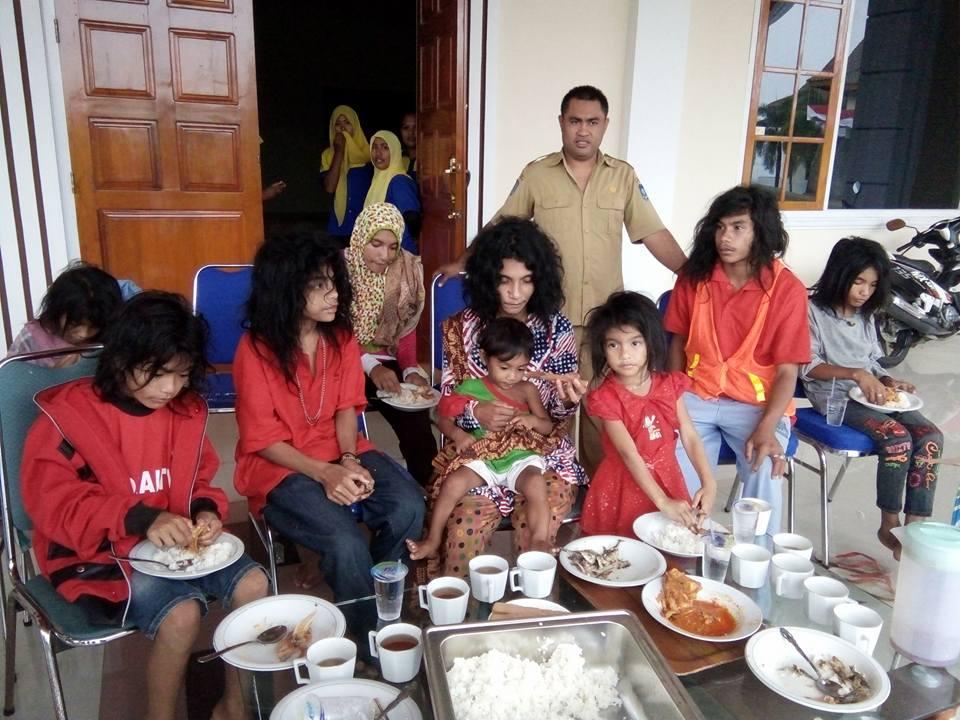 Keluarga Rurut saat barada di kediaman Geburnur Malut.